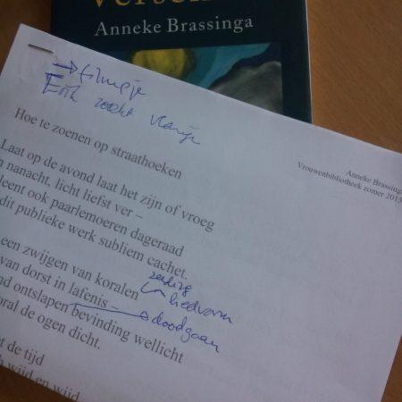 De poëziegroep las Anneke Brassinga